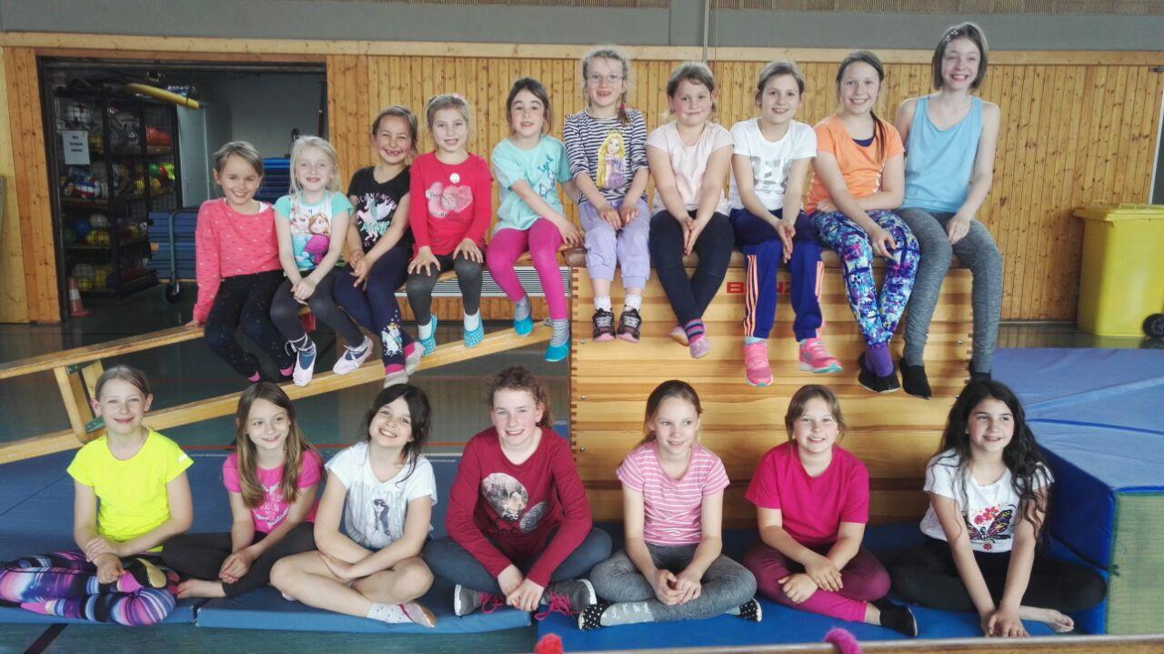 TV Huchenfeld Kinderturnen Mädchen ab 6 Gruppenbild