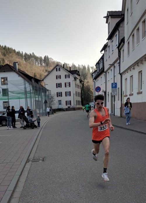 Domenik vom TV Huchenfeld beim Hesselauf in Calw